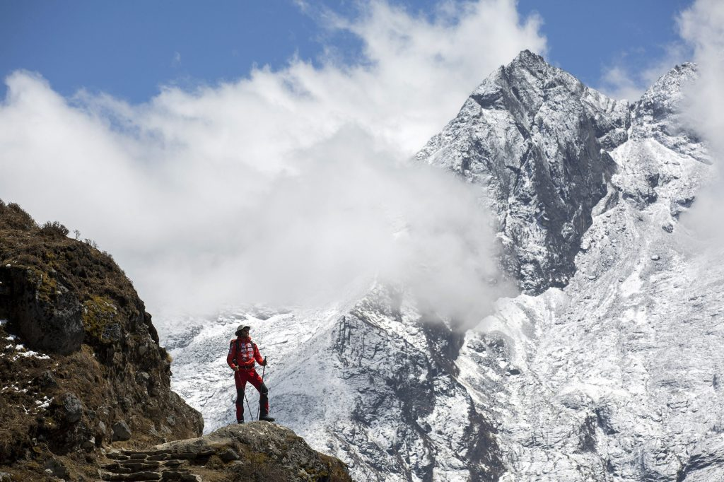 Namche Bazaar, 2017. április 4.Suhajda Szilárd hegymászó, a Magyar Everest Expedíció 2017 tagja útban az Everest alaptábor felé a nepáli Namche Bazaar közelében 2017. április 1-jén. Az expedíció célja a Föld legmagasabb csúcsa, a 8848 méter magas Mount Everest (Csomolungma) elérése oxigénpalack nélkül, elsőként a magyar expedíciós hegymászás történetében.MTI Fotó: Mohai Balázs