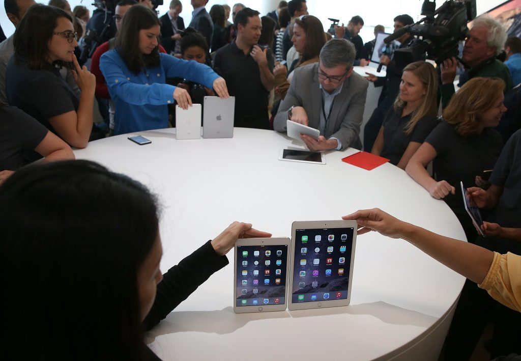 CUPERTINO, CA - OCTOBER 16: The new iPad Air 2 (R) and iPad Mini 3 are displayed during an Apple special event on October 16, 2014 in Cupertino, California. Apple unveiled the new iPad Air 2 and iPad Mini 3 tablets and the iMac with 5K retina display.   Justin Sullivan/Getty Images/AFP
