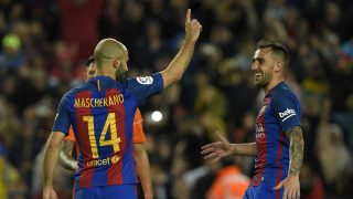 Barcelona's Argentinian defender Javier Mascherano (L) celebrates with Barcelona's forward Paco Alcacer (R) after scoring a penalty goal during the Spanish league football match FC Barcelona vs CA Osasuna at the Camp Nou stadium in Barcelona on April 26, 2017. / AFP PHOTO / LLUIS GENE