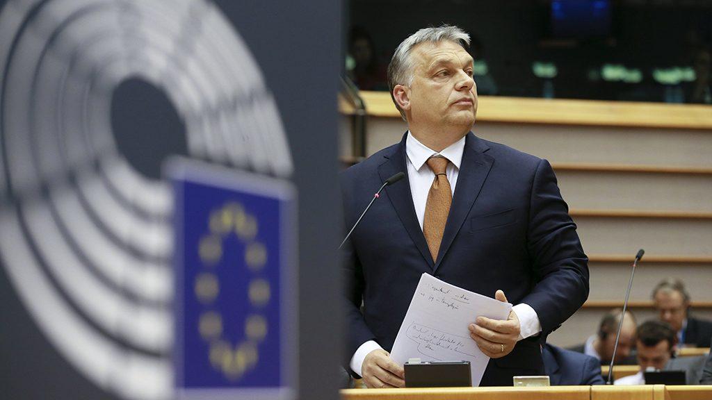 Brüsszel, 2017. április 26.Orbán Viktor miniszterelnök, mielőtt felszólal az Európai Parlament (EP) plenáris ülésén Brüsszelben 2017. április 26-án. (MTI/EPA/Olivier Hoslet)