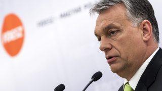 Budapest, 2017. április 11.Orbán Viktor miniszterelnök, a Fidesz elnöke a Menyhárt Józseffel, a szlovákiai Magyar Közösség Pártjának (MKP) elnökével a megbeszélésük után tartott sajtótájékoztatón a Fidesz Lendvay utcai székházában 2017. április 11-én.MTI Fotó: Szigetváry Zsolt