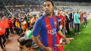 FC Barcelona legend Ronaldinho enters the pitch during the Classico of Legends football match between Barcelona and Real Madrid on April 28, 2017, at Camille Chamoun stadium in the Lebanese capital Beirut.  / AFP PHOTO / STRINGER