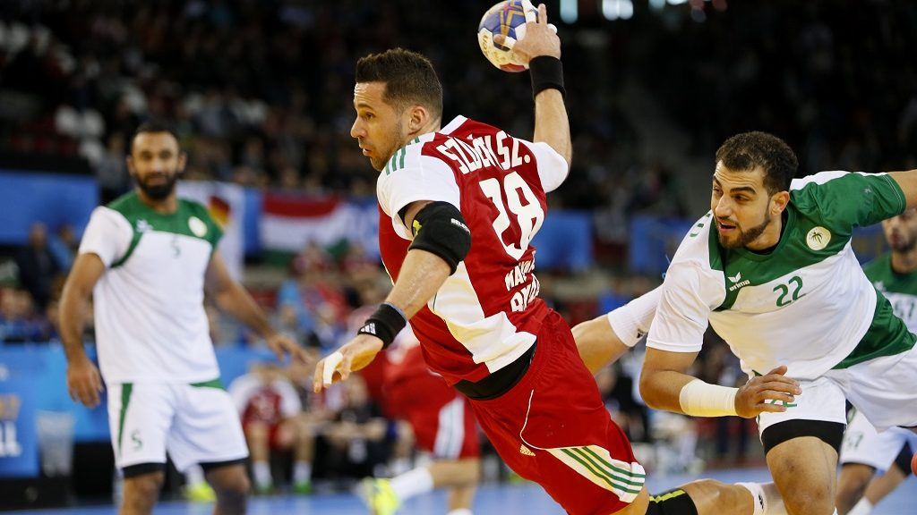 Hungary's pivot Szabolcs Szollosi (C) jumps to shoot on goal during the 25th IHF Men's World Championship 2017 Group C handball match Saudi Arabia vs Hungary on January 18, 2017 at the Kindarena in Rouen. / AFP PHOTO / CHARLY TRIBALLEAU