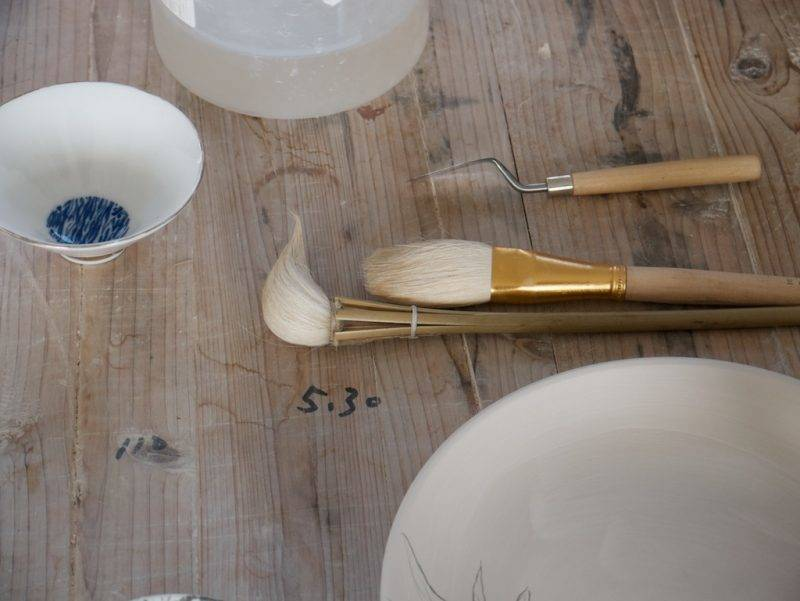 A chicken-head brush and other tools for painting greenware with the blue-and-white qing hua technique