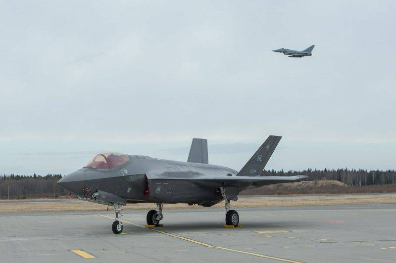 This picture taken on April 25, 2017 shows a US F-35A Lightning II aircraft at Amari Air Base, Estonia.       Two F-35A Lightning II aircraft and approximately 20 supporting airmen are from the 34th Fighter Squadron, 388th Fighter Wing, and the Air Force Reserve 466th Fighter Squadron, 419th Fighter Wing, Hill Air Force Base, in Utah (US). / AFP PHOTO / RAIGO PAJULA