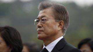 South Korea's President Moon Jae-in arrives at the National Cemetery in Seoul on May 10, 2017.   Left-leaning former human rights lawyer Moon Jae-In began his five-year term as president of South Korea following a landslide election win after a corruption scandal felled the country's last leader.  / AFP PHOTO / POOL / KIM HONG-JI