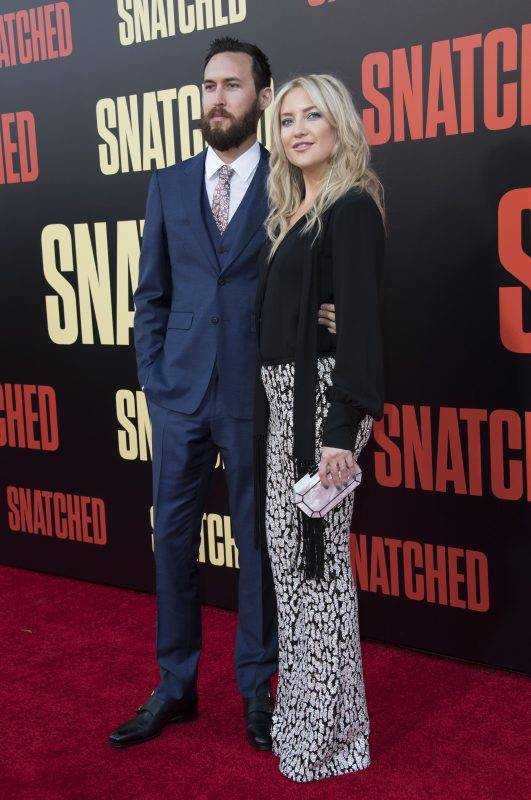 """Danny Fujikawa (L) and actress Kate Hudson attend the world premiere of """"Snatched"""" at the Regency Village Theater, on May 10, 2017, in Westwood, California. / AFP PHOTO / VALERIE MACON"""