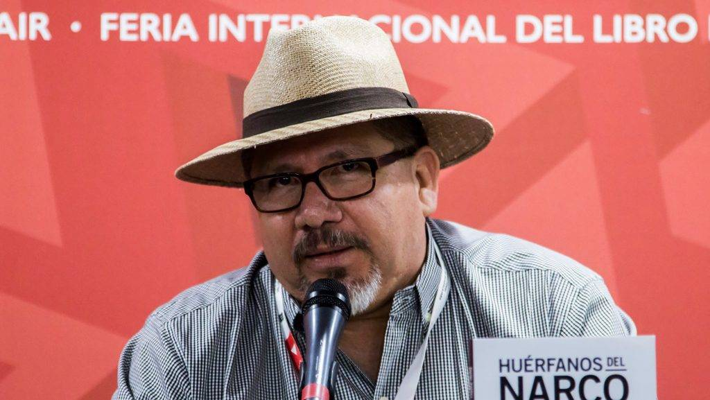 """This file photo taken on November 27, 2016 shows Mexican journalist Javier Valdez speaking during the presentation of his book """"Huerfanos del Narco""""  in the framework of the International Book Fair in Guadalajara, Mexico.  A local journalist in Mexico's troubled Sinaloa state who worked for Agence France-Presse was shot dead in the street on may 15, 2017, a judicial source told AFP. / AFP PHOTO / HECTOR GUERRERO"""