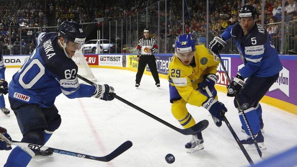 Finland's Lasse Kukkonen (R) and Julius Honka (L) vies with William Nylander during the IIHF Men's World Championship Ice Hockey semi-final match between Sweden and Finland in Cologne, western Germany, on May 20, 2017. / AFP PHOTO / Ina FASSBENDER