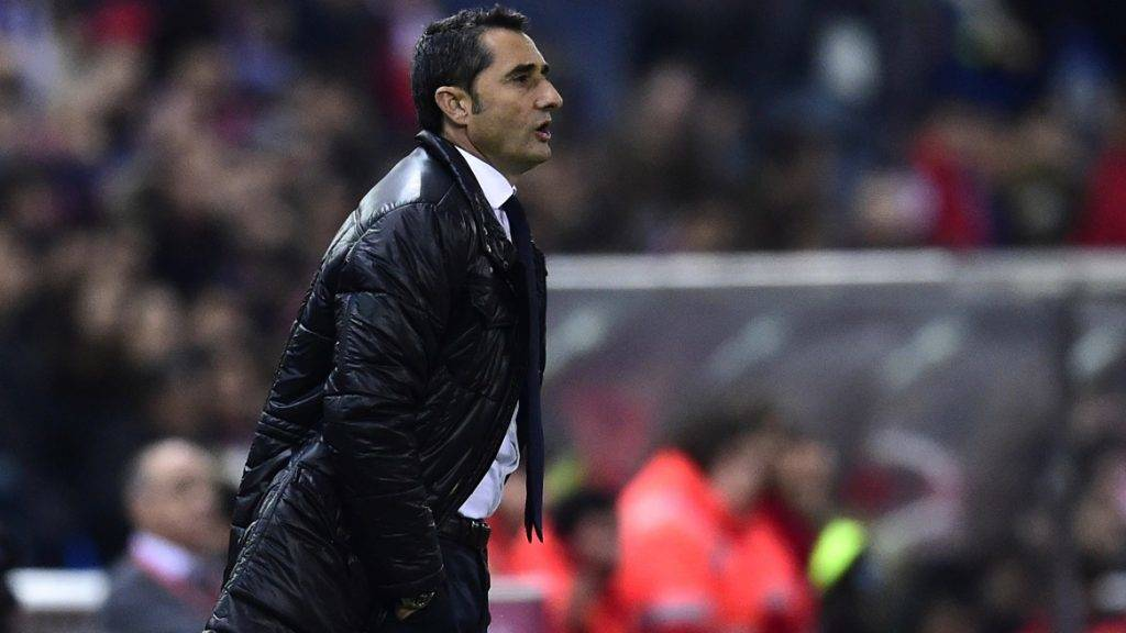 (FILES) This file photo taken on December 13, 2015 shows Athletic Bilbao's coach Ernesto Valverde during the Spanish league football match Club Atletico de Madrid vs Athletic Club Bilbao at the Vicente Calderon stadium in Madrid. The Athletic Bilbao football club announced on May 23, 2017 that Valverde was leaving the club. / AFP PHOTO / JAVIER SORIANO