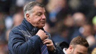 (FILES) A file photo taken on May 06, 2017 shows Crystal Palace's English manager Sam Allardyce adjusts his tie as he leaves the pitch at half-time during the English Premier League football match between Manchester City and Crystal Palace at the Etihad Stadium in Manchester, north west England, on May 6, 2017. Sam Allardyce quit as Crystal Palace manager he said in a statement on May 23, 2017. / AFP PHOTO / Oli SCARFF / RESTRICTED TO EDITORIAL USE. No use with unauthorized audio, video, data, fixture lists, club/league logos or 'live' services. Online in-match use limited to 75 images, no video emulation. No use in betting, games or single club/league/player publications.  /