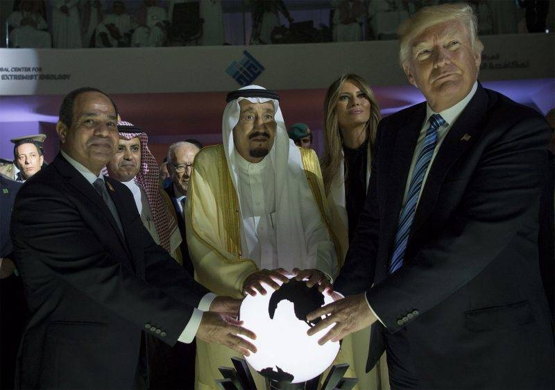 """A handout picture provided by the Saudi Royal Palace on May 21, 2017 shows US President Donald Trump (R) and US First lady Melania Trump (2nd R), posing for a picture with Egyptian President Abdel Fattah el-Sisi (L) and Saudi Arabia's King Salman bin Abdulaziz al-Saud during the inauguration of the Global Center for Combating Extremist Ideology in Riyadh. / AFP PHOTO / Saudi Royal Palace / BANDAR AL-JALOUD / RESTRICTED TO EDITORIAL USE - MANDATORY CREDIT """"AFP PHOTO / SAUDI ROYAL PALACE / BANDAR AL-JALOUD"""" - NO MARKETING - NO ADVERTISING CAMPAIGNS - DISTRIBUTED AS A SERVICE TO CLIENTS"""