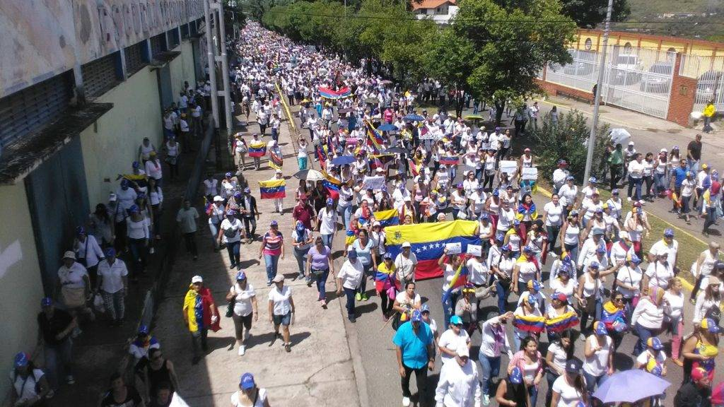 VENEZUELA, Tachira: Thousands of students take to the streets in Tachira, Venezuela as they join the opposition protests against President Nicolás Maduro on May 6, 2017.  - Rosalinda Hernández