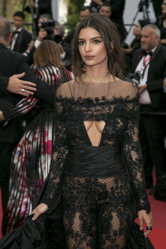 Emily Ratajkowski attends the premiere of Nelyubov during the 70th Annual Cannes Film Festival at Palais des Festivals in Cannes, France, on 18 May 2017. Photo: Hubert Boesl - NO WIRE SERVICE · Photo: Hubert Boesl/dpa