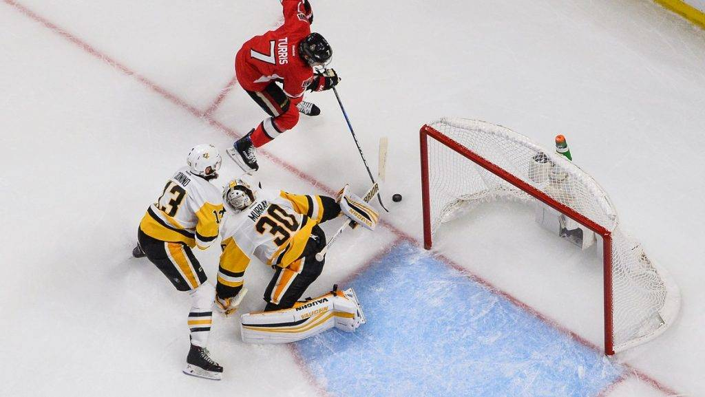 OTTAWA, ON - MAY 23: Kyle Turris #7 of the Ottawa Senators tries to get the puck past goaltender Matt Murray #30 while Nick Bonino #13 of the Pittsburgh Penguins defends in Game Six of the Eastern Conference Final during the 2017 NHL Stanley Cup Playoffs at Canadian Tire Centre on May 23, 2017 in Ottawa, Ontario, Canada.   Minas Panagiotakis/Getty Images/AFP