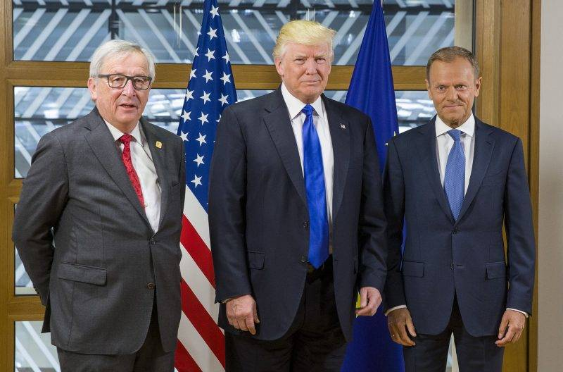 U.S. President Donald Trump (C) poses for photos with European Commission President Jean Claude Juncker (1st L) and European Council President Donald Tusk at the European Council headquarters, in Brussels, Belgium, May 25, 2017.