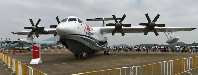 (161030) -- ZHUHAI, Oct. 30, 2016 (Xinhua) -- An amphibious aircraft AG600 is displayed for the 11th China International Aviation and Aerospace Exhibition in Zhuhai, south China's Guangdong Province, Oct. 30, 2016. The AG600 is by far the world's largest amphibian aircraft, about the size of a Boeing 737. (Xinhua/Liang Xu) (zkr)
