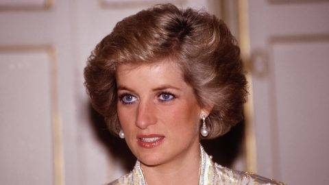 PARIS - NOVEMBER:  Diana Princess of Wales at a dinner given by President Mitterand in November, 1988 at the Elysee Palace in Paris, France during the Royal Tour of France.Diana wore a dress designed by Victor Edelstein. (Photo by David Levenson/Getty Images)