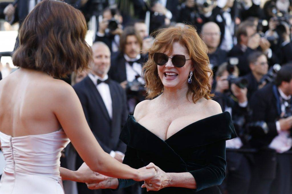 """CANNES, FRANCE - MAY 17:  Susan Sarandon and Bella Hadid attend the """"Ismael's Ghosts (Les Fantomes d'Ismael)"""" screening and Opening Gala during the 70th annual Cannes Film Festival at Palais des Festivals on May 17, 2017 in Cannes, France.  (Photo by Tristan Fewings/Getty Images)"""