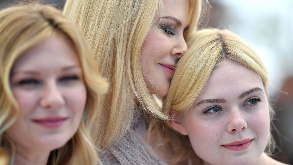 """CANNES, FRANCE - MAY 24:  Actresses Kirsten Dunst , Nicole Kidman and Elle Fanning attend """"The Beguiled"""" photocall during the 70th annual Cannes Film Festival at Palais des Festivals on May 24, 2017 in Cannes, France.  (Photo by Pascal Le Segretain/Getty Images)"""