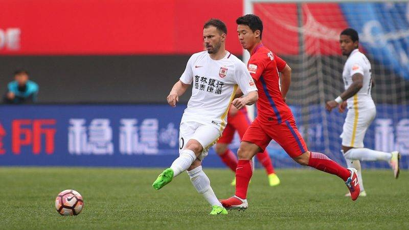 Hungarian football player Szabolcs Huszti of Changchun Yatai, left, challenges with a football player of Yanbian Funde in their seventh round match during the 2017 Chinese Football Association Super League (CSL) in Yanji city, northeast China's Jilin province, 29 April 2017.  Yanbian Funde defeated Changchun Yatai 1-0.
