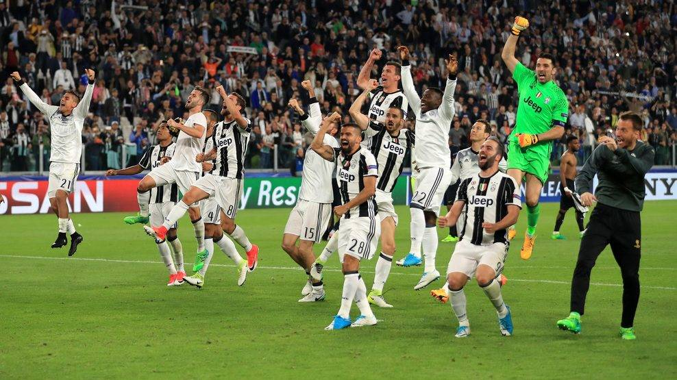 TURIN, ITALY - MAY 09:  Juventus celebrate victory after the full time whistle in the UEFA Champions League Semi Final second leg match between Juventus and AS Monaco at Juventus Stadium on May 9, 2017 in Turin, Italy.  (Photo by Richard Heathcote/Getty Images)