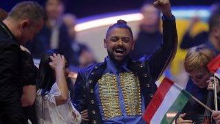 Kijev, 2017. május 12. Pápai Joci ünnepel, miután Origo címû dalával továbbjutott a 62. Eurovíziós Dalfesztivál második elõdöntõjében a kijevi Nemzetközi Kiállítási Központban 2017. május 11-én. A nemzetközi döntõt május 13-án rendezik ugyanitt. (MTI/AP/Efrem Lukackij)