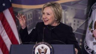 Washington, 2017. január 11. Hillary Clinton volt amerikai külügyminiszter beszédet mond a külügyminisztérium diplomáciai központjában róla elnevezett új csarnok megnyitóünnepségén 2017. január 10-én.  (MTI/EPA/Zach Gibson)