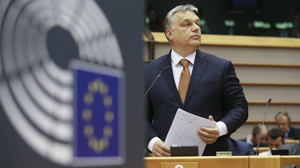 Brüsszel, 2017. április 26.Orbán Viktor miniszterelnök felszólalásra vár az Európai Parlament (EP) plenáris ülésén Brüsszelben 2017. április 26-án. (MTI/EPA/Olivier Hoslet)