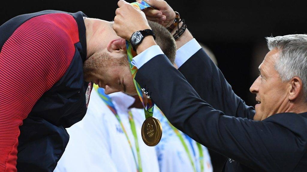 USA's gold medallist Kyle Frederick Snyder receives his medal at the end of the men's 97kg freestyle wrestling event at the Carioca Arena 2 in Rio de Janeiro on August 21, 2016, during the Rio 2016 Olympic Games. / AFP PHOTO / Toshifumi KITAMURA