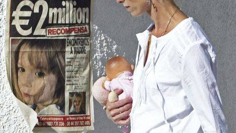 (FILES) This file photo taken on May 14, 2007 shows Kate McCann, mother of Madeleine who disappeared 11 days ago in Portugal's southern Algarve region, passing next to a poster displaying police and news desk's numbers for their missing daughter, in the area of the beach resort of Lagos, in Praia da Luz, southern Portugal.