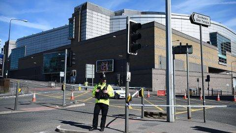 MANCHESTER, ENGLAND - MAY 23:  A Police officer stands guard near the Manchester Arena on May 23, 2017 in Manchester, England.  At least 22 people were killed in a suicide bombing at an Ariana Grande concert at Manchester Arena which was packed with children. It is the worst terrorist incident on British soil since the London bombings of 2005.  (Photo by Jeff J Mitchell/Getty Images)