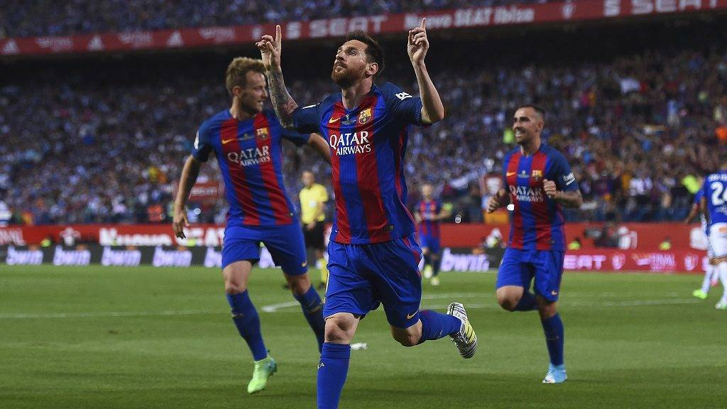 Barcelona's Argentinian forward Lionel Messi (C) celebrates after scoring the opener during the Spanish Copa del Rey (King's Cup) final football match FC Barcelona vs Deportivo Alaves at the Vicente Calderon stadium in Madrid on May 27, 2017. / AFP PHOTO / Josep LAGO