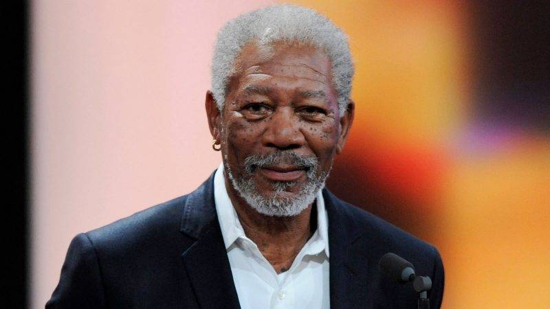 """U.S. actor Morgan Freeman receives his trophy for Category """"International Lifetime Achievement"""" during the 47th Golden Camera award ceremony in Berlin February 4, 2012. The Golden Cameras (Goldene Kamera) are awarded by a popular German TV-magazine honouring excellence in the areas of television, film and entertainment.   REUTERS/Maurizio Gambarini/Pool (GERMANY - Tags: ENTERTAINMENT)"""