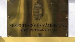 Budapest, 2017. március 25.A Nemzeti Adó- és Vámhivatal (NAV) Központi Irányítás cégtáblája a VIII. kerület Delej utca 20-ban.MTVA/Bizományosi: Róka László ***************************Kedves Felhasználó!Ez a fotó nem a Duna Médiaszolgáltató Zrt./MTI által készített és kiadott fényképfelvétel, így harmadik személy által támasztott bárminemű – különösen szerzői jogi, szomszédos jogi és személyiségi jogi – igényért a fotó készítője közvetlenül maga áll helyt, az MTVA felelőssége e körben kizárt.