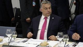 Brüsszel, 2017. május 25. Orbán Viktor miniszterelnök munkavacsorán vesz részt a NATO-tagországok állam- és kormányfõinek egynapos csúcstalálkozóján Brüsszelben 2017. május 25-én. (MTI/AP pool/Matt Dunham)