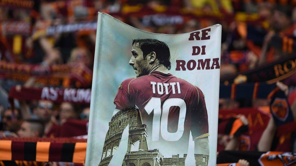 AS Roma's supporters hold a banner showing Italy's captain Francesco Totti during the Italian Serie A football match AS Roma vs Lazio on April 30, 2017 at the Olympic Stadium in Rome.  / AFP PHOTO / FILIPPO MONTEFORTE