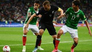 New Zealand's forward Chris Wood (C) vies with Mexico's defender Carlos Salcedo (L) and Mexico's midfielder Juergen Damm during the 2017 Confederations Cup group A football match between Mexico and New Zealand at the Fisht Stadium in Sochi on June 21, 2017. / AFP PHOTO / YURI CORTEZ