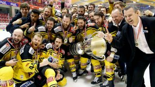 """EBEL, the Erste Bank Eishockey League 4nd final match of play off series EC KAC vs UPC Vienna Capitals at the City Hall in Klagenfurt, Austria on 2017/04/07.    Jerry Pollastrone with trophy and team (Photo credit should read """"GERT EGGENBERGER/APA-PictureDesk via AFP"""")"""