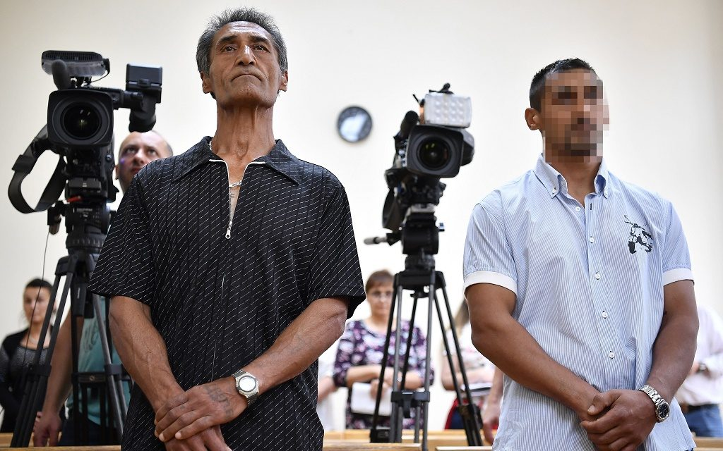 Debrecen, 2017. június 7. Idõsebb Burka Ferenc és fia, ifjabb Burka Ferenc az ellenük emberölés bûntette miatt a Debreceni Fellebbviteli Fõügyészség által indított újbóli büntetõper határozathirdetésén a Debreceni Törvényszék tárgyalótermében 2017. június 7-én. A bíróság társtettesként elkövetett emberölés miatt 12, illetve 10 év fegyházbüntetésre ítélte a két férfit. MTI Fotó: Czeglédi Zsolt