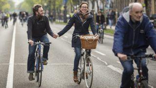 Budapest, 2017. április 22. Az I Bike Budapest kerékpáros felvonulás az Andrássy úton 2017. április 22-én. MTI Fotó: Mohai Balázs