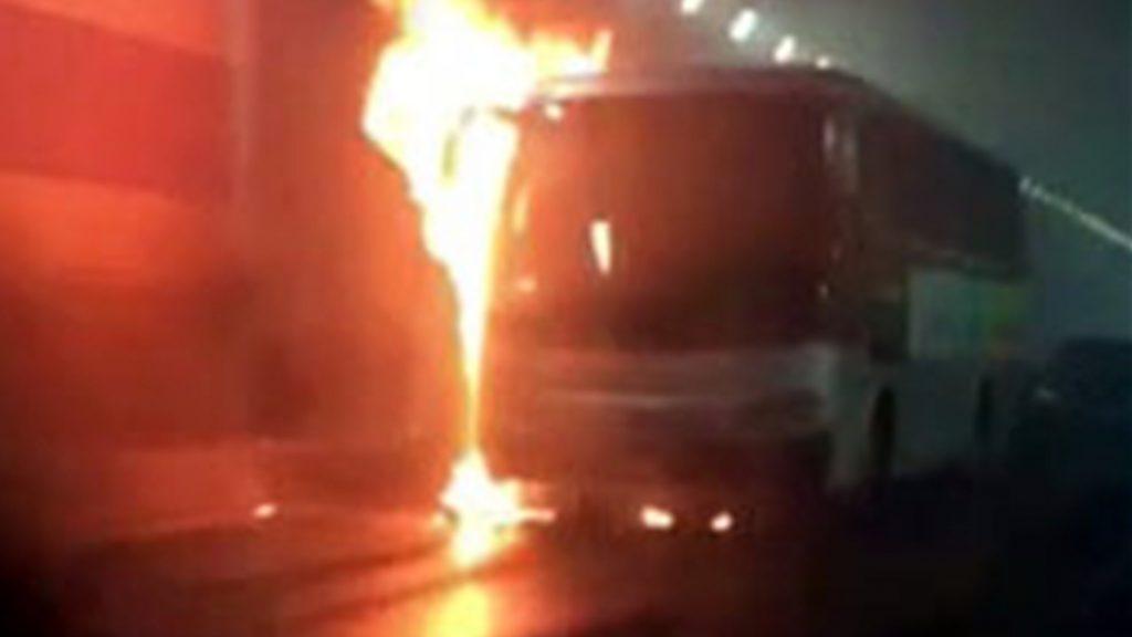 중국 웨이하이서 한국 유치원 차량 화재로 어린이 11명 사망        (서울=연합뉴스) 9일 오전 9시께 중국 산둥성 웨이하이의 한 터널에서 한국 국제학교 부설 유치원 차량이 화재가 나 차량에 타고 있던 한국 유치원생 등 12명이 숨졌다고 주중 한국대사관이 밝혔다.      당시 차량에는 유치원생 11명과 중국인 인솔 교사 1명, 운전기사 1명 등 13명이 타고 있다가 화재로 변을 당했다. 사진은 중국인이 찍은 것을 한국인 독자가 받아서 연합뉴스에 제공했다. 2017.5.9 [독자 제공=연합뉴스]      kjihn@yna.co.kr/2017-05-09 16:10:49/