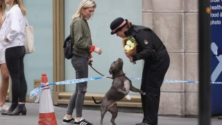 LONDON, ENGLAND - JUNE 04:  A woman and her dog with a female police officer near to the scene of last night's terror attack on June 4, 2017 in London, England. Police continue to cordon off an area after responding to terrorist attacks on London Bridge and Borough Market where 7 people were killed and at least 48 injured last night. Three attackers were shot dead by armed police.  (Photo by Dan Kitwood/Getty Images)