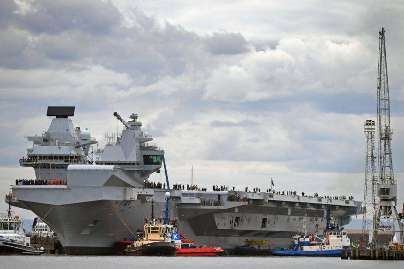 ROSYTH, SCOTLAND - JUNE 26:  The new Royal Navy aircraft carrier HMS Queen Elizabeth departs Rosyth dockyard to be tested in the North Sea on June 26, 2017 in Rosyth, Scotland. HMS Queen Elizabeth, the largest and most powerful surface warship ever built for the Royal Navy.  (Photo by Jeff J Mitchell/Getty Images)