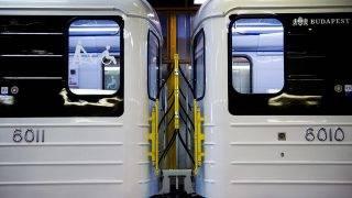 Budapest, 2017. március 20.Az M3-as vonalon közlekedő első felújított metrószerelvény Budapesten, a BKK Kőér utcai telephelyén 2017. március 20-án. Az első új szerelvény nem sokkal fél 2 után indul utasokkal Kőbánya-Kispestről.MTI Fotó: Balogh Zoltán