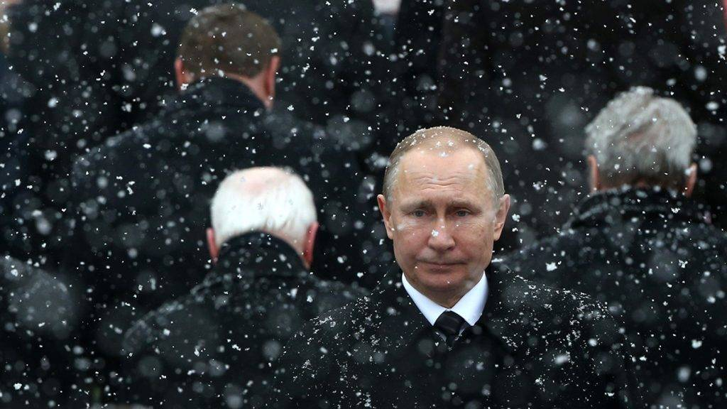MOSCOW, RUSSIA- FEBRUARY,23 (RUSSIA OUT) Russian President Vladimir Putin attends a wreath laying ceremony to the Tomb of Unknown Soldier, marking the Defender of the Fatherland Day on February 23, 2017 in Moscow, Russia.  (Photo by Mikhail Svetlov/Getty Images)
