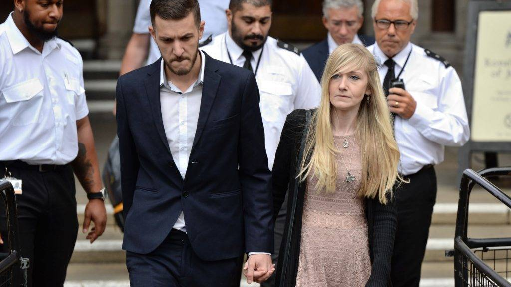"Chris Gard (L) and Connie Yates, the parents of terminally-ill 11-month-old Charlie Gard leave the Royal Courts of Justice in London on July 24, 2017, to read a statement after they abandoned their legal fight to take their son to the US for experimental treatment. A lawyer representing Gard's parents Connie Yates and Chris Gard told judge Nicholas Francis ""time had run out"" and they had made their decision after seeing the 11-month-old's latest brain scans.   / AFP PHOTO / CHRIS J RATCLIFFE"
