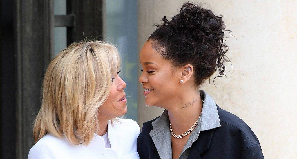 Brigitte Macron (L), wife of the French president, escorts Barbadian musician and Global Ambassador for the Global Partnership for Education Rihanna after a meeting with the French president at the Elysee Palace in Paris on July 26, 2017. Rihanna is the founder of the Clara Lionel Foundation campaigning for education rights in impoverished communities worldwide. / AFP PHOTO / CHRISTOPHE ARCHAMBAULT