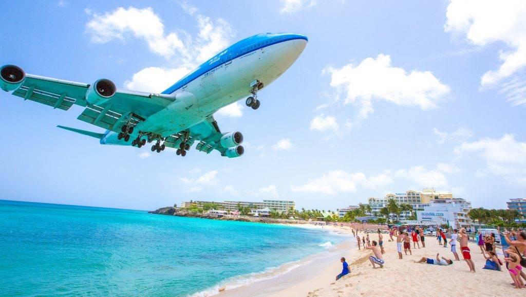 WEST INDIES. SINT MAARTEN. DUTCH PART OF SAINT MARTIN ISLAND. MAHO BEACH BEACH GIVEN DIRECTLY ON THE SLOPES OF JULIANA INTERNATIONAL AIRPORT STRONG EMOTIONS WARRANTIES ... BOEING 747 KLM COMPANY  LANDING
