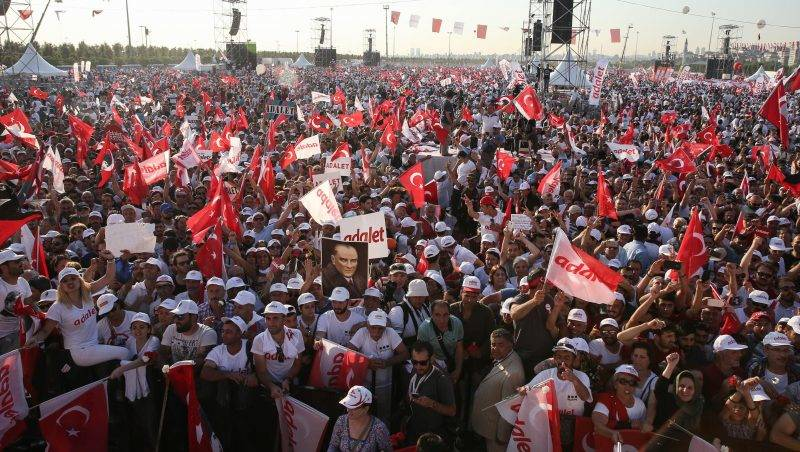 ISTANBUL, TURKEY - JULY 09: People wave Turkish flags as Turkey's main opposition Republican People's Party (CHP) leader Kemal Kilicdaroglu delivers a speech during CHP rally in Istanbul's Maltepe district, on July 9, 2017. The rally held on Kilicdaroglu's 25th day of protest march from Ankara to Istanbul protesting a judicial decision against one of his party lawmakers. Arif Hudaverdi Yaman / Anadolu Agency